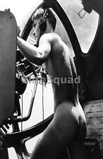 WW2 Photo American crewman of US Navy Consolidated after he has disrobed 049 DE
