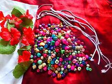des perles bois et divers  et des fleurs pour collier ,jeu fillette