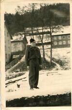 PHoto d'un soldat dans un paysage de neige A identifier
