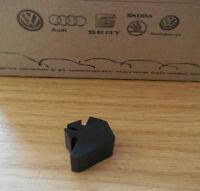 VW CADDY MK1 14d Pickup 79-94 - NOS tailgate Bump Stop Buffer rubber 179829243B