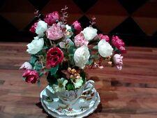 Artificiali composizione floreale in un Bone China tazza, piattino & Sideplate. shabby CHIC
