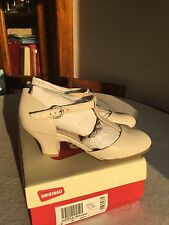 BNIB Clarks Originals Vintage 1920s Style Beige/Nude Heels Size 6/39.5