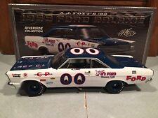 University of Racing 1965 A.J. Foyt #00 Mooneyes Ford Galaxie 1/24