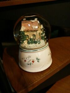 "PFALTZGRAFF WINTERBERRY MUSICAL SNOW GLOBE ""DECK THE HALLS"""