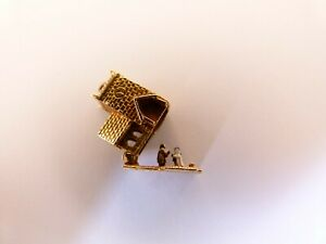 Vintage 1957 9ct Yellow Gold Charm - Opening Church Bride,Groom and Vicar - 2.9g