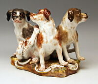 GROSSE MEISSEN TIER FIGUREN GRUPPE HUNDE GROUP OF 3 DOGS KÄNDLER UM 1860 1. WAHL