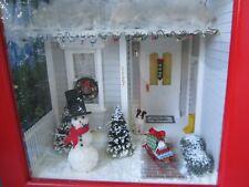 VINTAGE HANDMADE CHRISTMAS DISPLAY LIGHTED DOLLHOUSE MINIATURE ROOM BOX