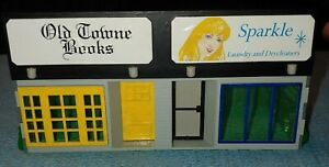 K-Line O Scale K-4100 Old Towne Books & Sparkle Laundry/Drycleaners Built.