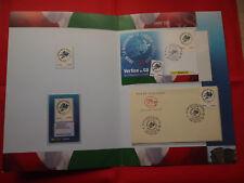 Carpeta con sellos y sobres primer dia de la Cumbre ( Vertice del G-8 año 2009 )