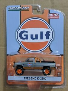 GREENLIGHT MiJo Gulf 1982 GMC K-2500 CUSTOM 4x4 TRUCK RAW GREEN MACHINE CHASE