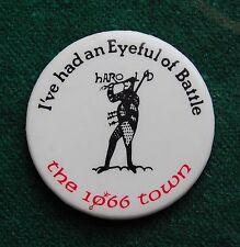 An Eyeful of Battle 1066 Town Pin Badge - Vintage Souvenir - Sussex, UK