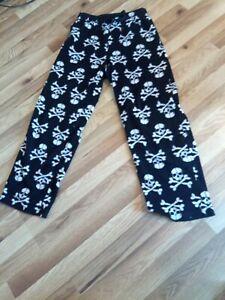 Croft & Barrow Brushed Fleece Pants Soft & Warm Skulls Lounge Pants PJ Womans
