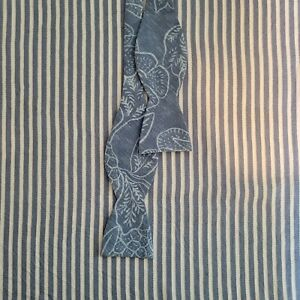 Vineyard Vines - Light Blue Floral Bow Tie