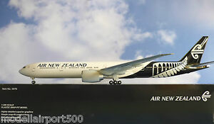 Hogan Wings 1:200 Boeing 777-300ER New Zealand ZK-OKR + Herpa Wings Catalogue