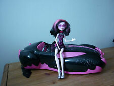 MONSTER HIGH DRACULAURA CAR AND DOLL SWEET 1600 ROADSTER CAR