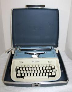 Vintage Royal Aristocrat Portable Typewriter w/ Case ~ USA ~ 1950's