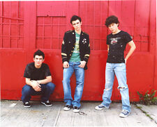 The Jonas Brothers UNSIGNED photo - G424 - Joe, Kevin and Nick