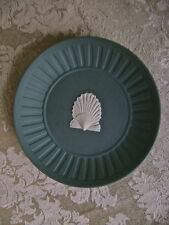LOVELY WEDGWOOD TEAL JASPERWARE ROUND PIN DISH WITH SEA SHELL DECORATION