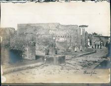 Italie, Pompéi, Vue d'une rue et ses maisons ca.1910, vintage silver print