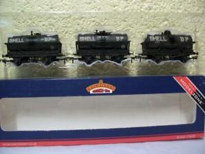 Tank Wagon 'Shell/BP' Weathered x 3 Bachmann (Modelzone) No 37-669Z '00' Unused
