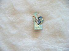 AAA-  Delaware Blue Hen Pin Souvenir #109 (Real Nice!)