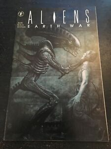 Aliens:Earth War#2 Incredible Condition 9.4(1990) John Bolton Cover