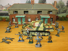 64FP 1/72 HOUSE DIECAST GERMAN PANTHER TANK & 22 PAINTED PLASTIC GERMAN INFANTRY
