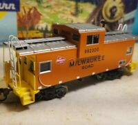 HO Athearn Milwaukee  road wide vision caboose car,  RTR series