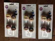 Nuevo Y En Caja Nuevo 12 Wilton Pastel Decoración Plástico Cupcake Toppers Cabezas De Fútbol Deportes