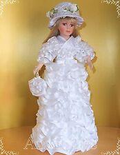 Handgemachte Porzellanpuppe Hochzeitspuppe mit Hut weiß Satin Tüll Blumen Perlen