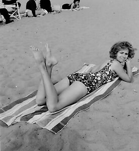 VTG 1950s MEDIUM FORMAT NEGATIVE beach scene pretty girl posing feet crossed b27