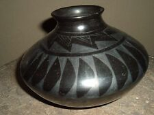 MATA ORTIZ  POTTERY BY LUPE SOTO  BLACK ON BLACK   FEATHER DESIGN