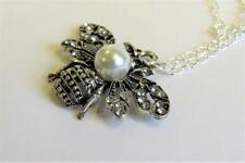 CG4646.... BEE PENDANT & SILVER PLATED CHAIN NECKLACE - FREE UK P&P