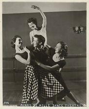 *LEGENDARY DANCER CHOREOGRAPHER AGNES DE MILLE DANCERS 1953 SILVER PRINT PHOTO*
