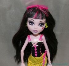 Gorgeous 2010 MONSTER HIGH GLOOM BEACH DRACULAURA Fashion Doll w/outfit & Shoes