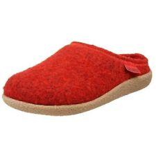 Zapatillas de andar rojos por casa de hombre