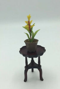 Dolls House Small Table And Plant