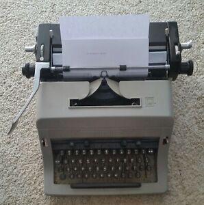 Manual Typewriter Olivetti Great Britain Vintage Model LINEA 88 Works Great!