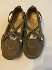 Crocs Womens Brown Slip-On Cross Strap Flats Size 6W