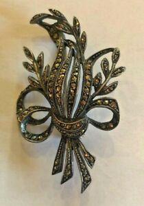 Pretty Vintage Sparkly Brooch 5cm x 4cm