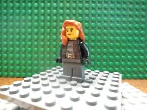 Lego Minifig: City Bandit Female - CTY0451 - with dark Gray pants