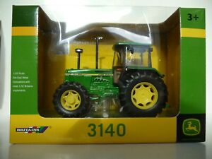 Britains 42996 John Deere 3140 1:32 scale farm tractor