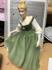 royal doulton pretty ladies figure Fair Lady Hn 4719 2004