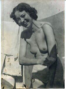 """Akt junge hübsche Frau nackt sich waschend BDM """"Nacktfrosch""""  Vintage Juli 1943"""