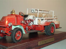 FIRE ENGINE MACK 1926 AC ROTARY PUMPER FIRE ENGINE DANBURY MINT 1:32 & DISPLAY