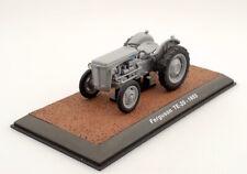Ferguson TE20 1953 Traktor Landmaschine Schlepper Fertigmodell Maßstab 1:32