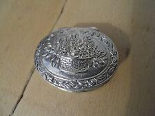 Ancienne boite pilulier en argent poinçonné décor Panier fleuri