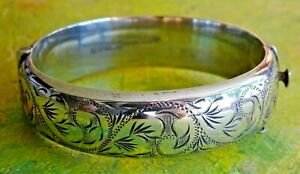 Fabulous vintage 1971 solid sterling silver hinged cuff bangle bracelet. 22.4g