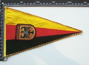 VINTAGE DEUTSCHLAND GERMANY GERMAN CREST SOUVENIR PENNANT CLOTH WALL FLAG