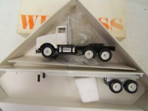 Winross Flatbed Plain White No Logops 1/64 Scale Diecast MIB 1993 Kenworth Cab